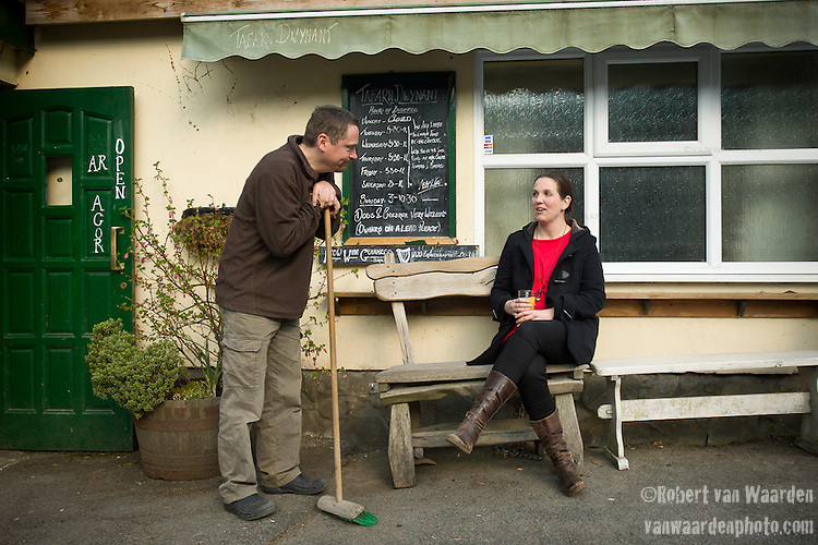 Ruth Chapman (l) talks with the owner of the Tafarn Dwynant in north west Wales.