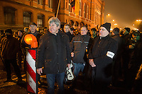 """Etwa 200 Anhaenger des Berliner Ablegers rechten Pegida-Bewegung, Baergida, versammelten sich am Montag den 5. Januar 2015 in Berlin zu einer Demonstration gegen eine angebliche Islamisierung Deutschlands und dagegen, dass """"in 30 Jahren in Deutschland die Sharia herrscht"""", so der Organisator Karl Schmitt.Bis zu 5.000 Menschen protestierten gegen den rechten Ausmarsch und blockierten bei Regen die Marschroute mehrere Stunden. Die Polizei schaffte es nicht mit koerperlicher Gewalt die Blockade zu beenden, so dass die Rechten nach drei Stunden nach Hause gehen mussten. Die Baergida-Anhaenger, """"Berlin gegen die Islamisierung des Abendlandes"""", feierten dies aber dennoch als Sieg. Waren zur ersten Baergida-Aktion eine Woche zuvor nur 5 Menschen gekommen.<br /> Unter den Anhaengern von Baergida waren viele bekannte militante Neonazis und Hooligans sowie Mitglieder der Rechtsparteien AfD und Pro Deutschland und der rechtsradikalen German Defense League. Immer wieder wurde skandiert """"Luegenpresse, auf die Fresse"""" und dass die Journalisten nach Israel verschwinden sollen.<br /> Im Bild mit Megafon: Der Veranstaltungsorganisator Karl Schmitt, ehem. CDU-Mitglied und Verfasser Verschwoerungstheoretischer Schriften zusammen mit Rechtsradikalen des sog. """"Nationalen Widerstand"""".<br /> 5.1.2015, Berlin<br /> Copyright: Christian-Ditsch.de<br /> [Inhaltsveraendernde Manipulation des Fotos nur nach ausdruecklicher Genehmigung des Fotografen. Vereinbarungen ueber Abtretung von Persoenlichkeitsrechten/Model Release der abgebildeten Person/Personen liegen nicht vor. NO MODEL RELEASE! Nur fuer Redaktionelle Zwecke. Don't publish without copyright Christian-Ditsch.de, Veroeffentlichung nur mit Fotografennennung, sowie gegen Honorar, MwSt. und Beleg. Konto: I N G - D i B a, IBAN DE58500105175400192269, BIC INGDDEFFXXX, Kontakt: post@christian-ditsch.de<br /> Bei der Bearbeitung der Dateiinformationen darf die Urheberkennzeichnung in den EXIF- und  IPTC-Daten nicht entfernt werden, diese sin"""