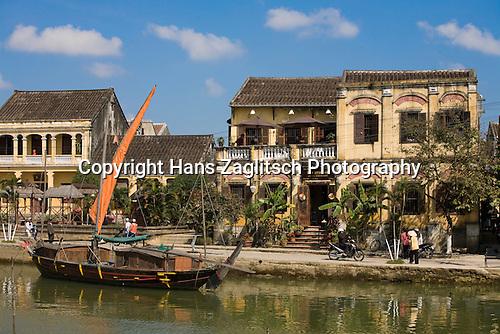 Promenade / Boulevard am Fluss in Hoi An, Vietnam