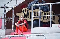 17.05.2020, Fussball 2. Bundesliga, FC St. Pauli - 1. FC Nuernberg Hamburg <br /> <br /> Il portiere Christian Mathenia del Nuremberg sugli spalti dopo essere stato espulso <br /> <br /> Photo Pool / Insidefoto