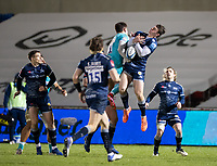 8th January 2021; AJ Bell Stadium, Salford, Lancashire, England; English Premiership Rugby, Sale Sharks versus Worcester Warriors;  Tom Roebuck of Sale Sharks challenges for the high ball with Nick David of Worcester Warriors