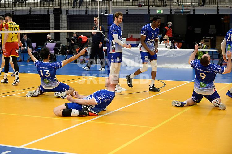 18-04-2021: Volleybal: Amysoft Lycurgus v Draisma Dynamo: Groningen, het laatste punt is binnen Lycurgus viert de beverwinst