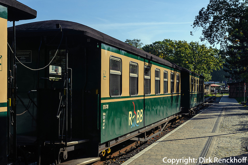 """Kleinbahn """"rasender Roland""""  im  Ostseebad Göhren auf Rügen, Mecklenburg-Vorpommern, Deutschland"""