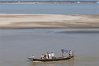 "Asien Suedasien Bangladesh , Boote auf dem Fluss Ganges , heisst in Bangladesh Padma  -  Transport xagndaz | .South asia Bangladesh , boat at river Padma .| [ copyright (c) Joerg Boethling / agenda , Veroeffentlichung nur gegen Honorar und Belegexemplar an / publication only with royalties and copy to:  agenda PG   Rothestr. 66   Germany D-22765 Hamburg   ph. ++49 40 391 907 14   e-mail: boethling@agenda-fototext.de   www.agenda-fototext.de   Bank: Hamburger Sparkasse  BLZ 200 505 50  Kto. 1281 120 178   IBAN: DE96 2005 0550 1281 1201 78   BIC: ""HASPDEHH"" ,  WEITERE MOTIVE ZU DIESEM THEMA SIND VORHANDEN!! MORE PICTURES ON THIS SUBJECT AVAILABLE!!  ] [#0,26,121#]"