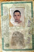 SÃO PAULO - SP - 16 OUTUBRO 2012 - APREENSÃO DE COCAINA, A equipe de investigação do 14DP - Pinheiros, comandado pelo Dr. Paulo Roberto Nascimento apreendeu 272 gramas de cocaina, na Vila Madalena - zona oeste de São Paulo, na tarde desta terça feira (16). O que surpeendeu a equipe foi a quantidade, visto que geralmente só se aprendia uma pequena quantidade de trouxinhas. O traficante, Rafael Jarra, vulgo Seco/Alemão, embalava e distribuia o entorpecente nos bares da região e foi preso em sua casa. FOTO: MAURICIO CAMARGO/BRAZIL PHOTO PRESS.