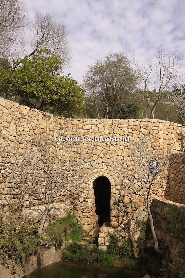 Israel, Jerusalem Mountains. Ein Bikura in Sataf