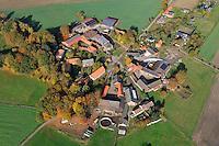 Rundling Tostefanz: EUROPA, DEUTSCHLAND,  NIEDERSACHSEN (EUROPE, GERMANY), 29.07.2012: Das Dorf Tolstefanz  ein Rundling  liegt westlich Luechow im Wendland. .Der Rundling, auch als Runddorf, Rundlingsdorf, Rundplatzdorf bezeichnet, ist eine im Mittelalter entstandene Siedlungsform mit kreis- oder hufeisenfoermigen Anordnung der Gehoefte um einen Platz, der  nur durch eine einzige Stichstraße erreichbar war..Der Verbreitungsraum des Rundlings erstreckt sich streifenfoermig zwischen der Ostsee und dem Erzgebirge in der Kontaktzone zwischen Deutschen und Slawen waehrend des Mittelalters. Gut erhalten haben sich Rundlingsdoerfer im hannoverschen Wendland.