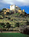 Spanien, Balearen, Mallorca, Arta mit Wallfahrtskirche und Festungsmauer | Spain, Balearic Islands, Mallorca, Arta with pilgrimage church and battlement