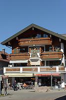 Schnitzerei an Haus in Oberstdorf im Allgäu, Bayern, Deutschland<br /> house with carving  in Oberstdorf, Allgäu, Bavaria,  Germany