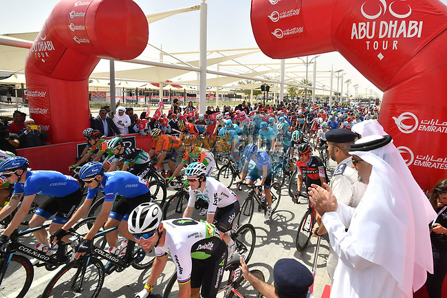 The start of Stage 1 of the 2018 Abu Dhabi Tour, Al Fahim Stage running 189km from Madinat Zayed to Adnoc School, Abu Dhabi, United Arab Emirates. 21st February 2018.<br /> Picture: LaPresse/Massimo Paolone | Cyclefile<br /> <br /> <br /> All photos usage must carry mandatory copyright credit (© Cyclefile | LaPresse/Massimo Paolone)