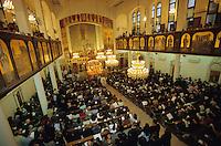 Syria, Damascus, christians celebrate easter in church / Syrien Damaskus, orthodoxe , chaldäische und römisch-katholische Christen feiern Ostern in Damaskus