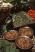 Afrique/Egypte: Le Kochari - Plat populaire egyptien - couches de macaronis et de riz, saupoudré de lentilles blondes ou de pois chiches et arrosé d'une sauce tomate