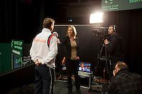 10-02-12, Netherlands,Tennis, Den Bosch, Daviscup Netherlands-Finland, Loting, Kristy Boogert interviewd captain Jan Siemerink