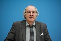 """Dr. Felix Klein, Beauftragter der Bundesregierung fuer juedisches Leben in Deutschland und den Kampf gegen Antisemitismus, Prof. Matitjahu Kellig, Vorsitzender des Vorstandes von Toleranz-Tunnel e. V. und Helge Lindh, FDP-MdB stellten am Montag den 25. Januar 2021 in Berlin stellten anlaesslich des internationalen Gedenktag fuer die Opfer des Nationalsozialismus (dem 27.Januar) das Projekt """"Toleranz Tunnel"""" vor.<br /> Das Projekt will innerhalb der kommenden fuenf Jahre mit zehn Toleranz-Tunneln durch die Bundesrepublik touren und dabei """"Respekt, Toleranz, Zivilcourage und Mitmenschlichkeit propagieren"""".<br /> Massgeblich an der Planung und Realisierung sind die Kreuzberger Initiative gegen Antisemitismus (KIgA) sowie die Universitaet Bielefeld beteiligt. Gefoerdert wird das Projekt mit 6,25 Millionen Euro von der Bundesregierung.<br /> Der erste Tunnel soll im September 2021 in Detmold eroeffnet werden.<br /> Im Bild: Prof. Matitjahu Kellig.<br /> 25.1.2021, Berlin<br /> Copyright: Christian-Ditsch.de"""