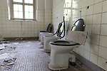 """Das ehemalige St. Josefsheim Waldniel-Hostert, Fuehrung durch das Heim mit der Kentschool Security Group, Toilette, Toiletten, niemand, [das Josefsheim ist ein ehemaliges Franziskaner-Heim fuer Kinder mit Behinderung, nach 1937 war es die Kinderfachabteilung der Provinzial Heil- und Pflegeanstalt, in dieser Zeit wurden ca. 100 Kindern mit Behinderung durch die Nationalsozialisten ermordet, von 1963 bis 1991 britische Kent-School], heute leerstehende Ruine, [Treffpunkt fuer """"Geisterjaeger""""], lost place, lost places, moderne Ruine, Verfall, verfallen, Gedenkstaette, Euthanasie, Kindereuthanasie, Naziverbrechen, Verbrechen, Behinderung, Nationalsozialismus, Nazi-Zeit, Drittes Reich, Geschichte, Historie, Josefs-Heim, Europa, Deutschland, Nordrhein-Westfalen, Viersen, Schwalmtal, 08/2013<br /> <br /> Engl.: Europe, Germany, North Rhine-Westphalia, Viersen, Schwalmtal, former St. Josefsheim Waldniel-Hostert, guided tour through the home with the Kentschool Security Group, building, interior view, toilets, memorial site, euthanasia, mercy killing, crime, disability, National Socialism, Third Reich, history, the Josefsheim is a former home managed by Franciscan monks for disabled children, after 1937 the National Socialists killed approx. 100 disabled children there, from 1963 - 1991 British Kent-School, August 2013"""