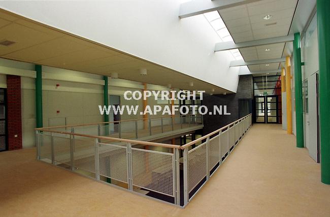 Veenendaal,01-12-98  Foto:Koos Groenewold<br />Nieuwe school<br />Zie verhaal Alice van Schuppen.