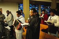 DEUTSCHLAND Hamburg, afrikanischer Pastor waehrend des Gottesdienst der Ghanaischen Gemeinde in einer Kirche in Wilhelmsburg / Germany Hamburg, african priest during mass of ghanian community in church