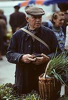 Europe/France/Midi-Pyrénées/46/Lot/Vallée du Céré/Saint-Céré: Le marché sur la place du Mercadial<br /> PHOTO D'ARCHIVES // ARCHIVAL IMAGES<br /> FRANCE 1990