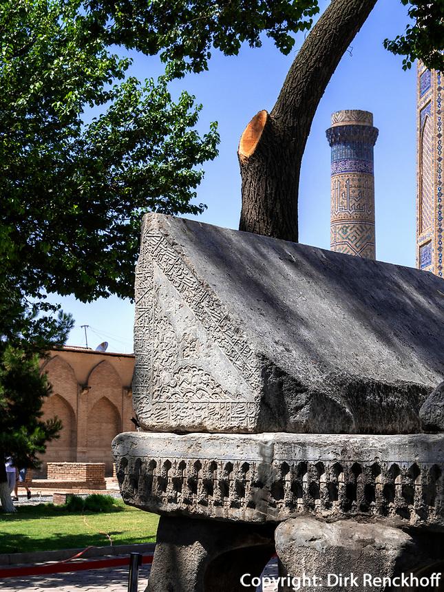 Riesiger Koranständer aus Stein, Bibi-Chanum Moschee, Samarkand, Usbekistan, Asien, UNESCO Weltkulturerbe<br /> giant Koran racket, Bibi Chanum Mosque, Samarkand, Uzbekistan, Asia, UNESCO Heritage Site