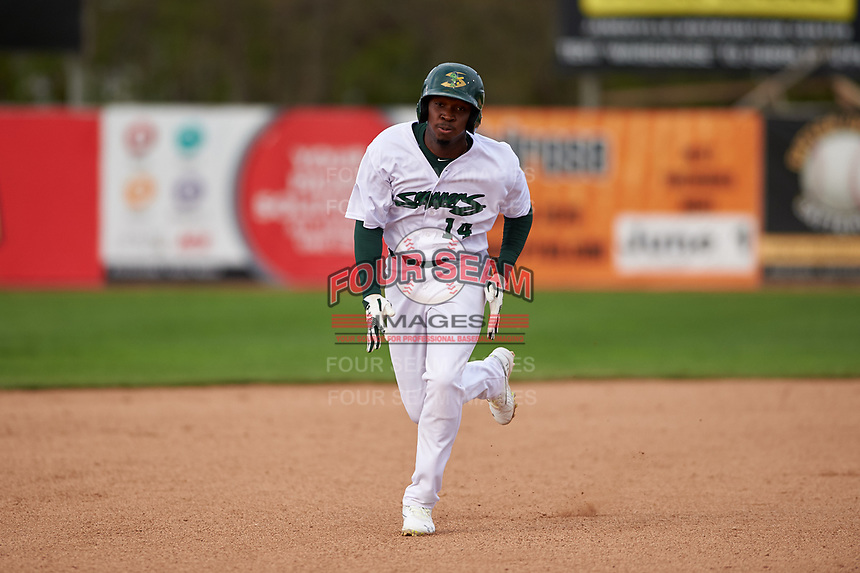 Beloit Snappers Lester Madden (14) hustles towards third base during a Midwest League game against the Lake County Captains at Pohlman Field on May 6, 2019 in Beloit, Wisconsin. Lake County defeated Beloit 9-1. (Zachary Lucy/Four Seam Images)