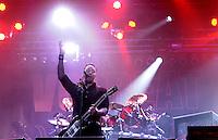 """Das Festival With Full Force geht in die 18. Runde. 60 Bands aus der Hardcore-, Punk- und Metallszene haben sich auf dem haertesten Acker Deutschlands nahe Roitzschjora versammelt. Dazu gesellen sich nach Angaben der Veranstalter fast 30000 Besucher aus aller Welt. Drei Tage lassen die Bands ihre stromgestaehlten Gitarren gluehen und pusten per Mega-Boxenwand das Gras von der Landebahn des Sportflugplatzes. im Bild:  die dänischen Elvis-Metaller von VOLBEAT - ihnen voran Michael """"the voice"""" Poulsen.  Foto: aif / Alexander Bley"""