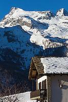 Italie, Val d'Aoste, Parco Nazionale del Gran Paradiso (Parc National du Grand Paradis), Cogne: Hameau de Gimillan //Italy, Aosta Valley, Parco Nazionale del Gran Paradiso (Gran Paradiso National Park), Cogne : Hamlet Gimillan