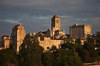 Europe/France/Poitou-Charentes/86/Vienne/Chauvigny: La ville haute avec le Château d'Harcourt, l'église Saint-Pierre et le Donjon du Château de Gouzon