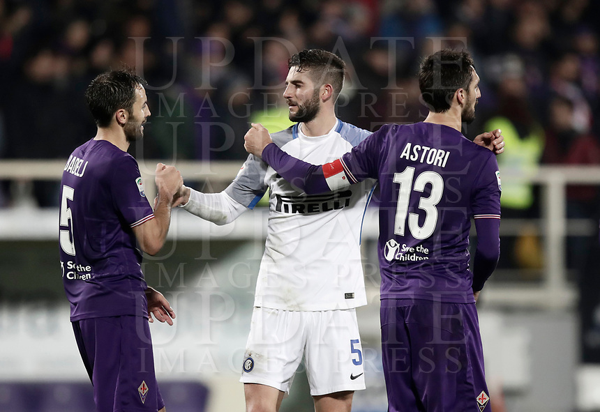 Calcio, Serie A: Fiorentina - Inter, stadio Artemio Franchi Firenze 5 gennaio 2018.<br /> Fiorentina's players greet Inter's players at the end of the Italian Serie A football match between Fiorentina and Inter Milan at Florence's Artemio Franchi stadium, January 5 2018.<br /> Fiorentina and Inter Milan drawns 1-1.<br /> UPDATE IMAGES PRESS/Isabella Bonotto