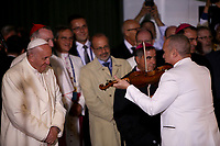 BOGOTÁ - COLOMBIA, 08-09-2017:  El Papa Francisco escucha a Alfredo de la Fe interpretar música cubana a su llegada a la Nunciatura Apostolica en el segundo día en Colombia. El Papa Francisco realiza la visita apostólica a Colombia entre el 6 y el 11 de septiembre de 2017 llevando su mensaje de paz y reconciliación por 4 ciudades: Bogotá, Villavicencio, Medellín y Cartagena. / Pope Francisco listen to Alfredo de la Fe Cuban musician during his arrive to Apostolic Nunciature in his second day in Colombia. Pope Francisco makes the apostolic visit to Colombia between September 6 and 11, 2017, bringing his message of peace and reconciliation to 4 cities: Bogota, Villavicencio, Medellin and Cartagena. Photo: VizzorImage /  Inaldo Perez / Cont