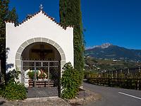 Bildstock im Dorf Algund bei Meran, Region Südtirol-Bozen, Italien, Europa<br /> wayside cross,  Lagundo village near Merano, Region South Tyrol-Bolzano, Italy, Europe