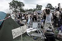 eine Band bespielt die Campingplätze