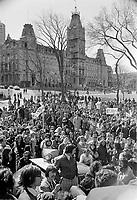 Le  Front Commun - Incarceration des trois chefs Syndicaux :  Marcel Pepin (CSN), Louis Laberge (FTQ) et Yvon Charbonneau (CEQ)<br />  - Discours à la Croix du Sacrifice a Quebec,<br /> le 9 mai 1972<br /> <br /> Photographe : Photo Moderne - Agence Quebec Presse