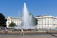 Hochstrahlbrunnen am Schwarzenbergplatz, Wien, Österreich, UNESCO-Weltkulturerbe<br /> Fountain at Schwarzenbergplatz, Vienna, Austria, world heritage