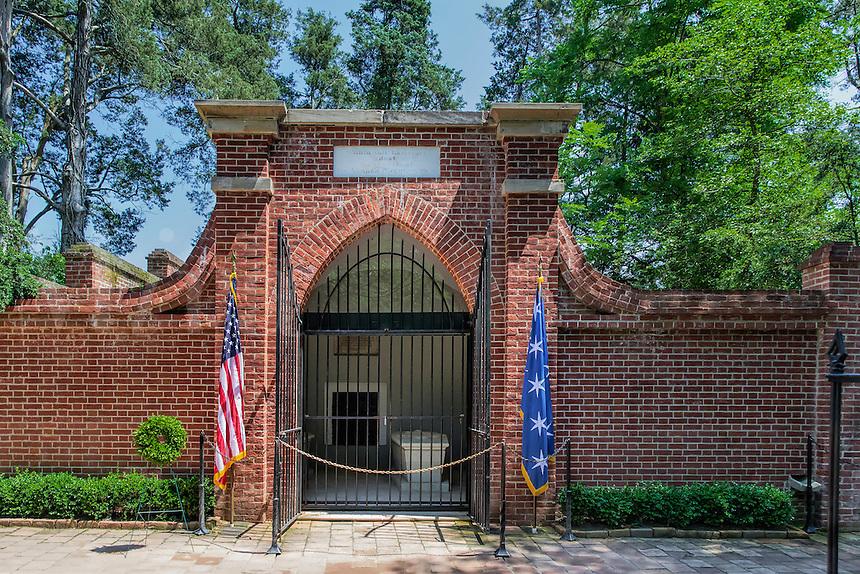 George Washington's tomb, Mt Vernon, Virginia, USA