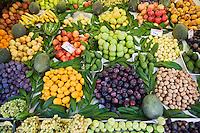 Europe/Turquie/Istanbul :  détail étal de fruits- quartier de  Bebek