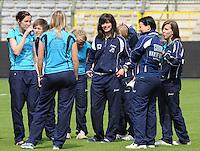 15 Mei 2010 Bekerfinale vrouwen : Sinaai Girls - RSC Anderlecht  : voor de wedstrijd met oa Thea De Blaeij (links) en Jill Stevens (midden).foto DAVID CATRY / Vrouwenteam.be