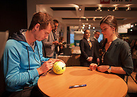 10-02-14, Netherlands,Rotterdam,Ahoy, ABNAMROWTT,Andy Murray signing autographs<br /> Photo:Tennisimages/Henk Koster