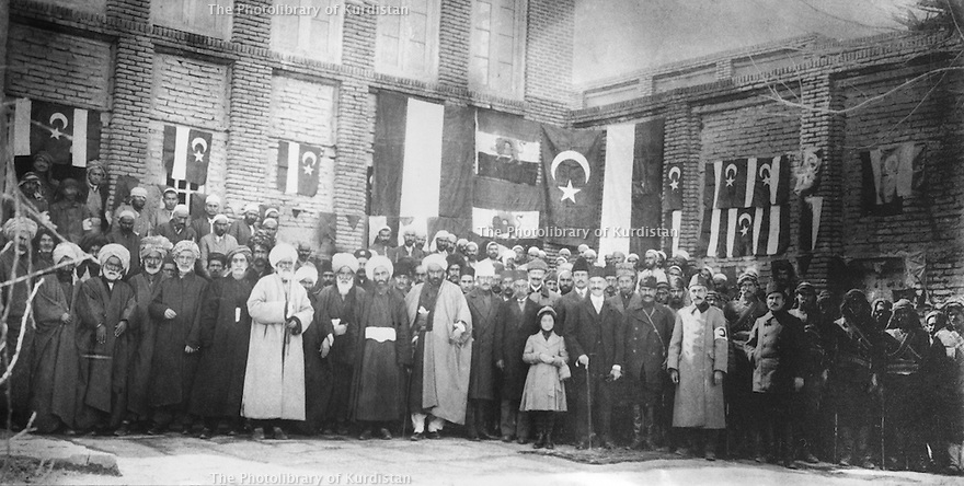 Iran 1917 .In Mahabad, ceremony in the Islamic hospital with Ottoman flags and Persian flags. <br /> Iran 1917 .A l'hopital islamic de Mahabad, ceremonie avec les drapeaux ottomans et persans