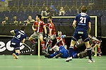 Berlin, Germany, January 31: During the 1. Bundesliga Herren Hallensaison 2014/15 semi-final hockey match between Rot-Weiss Koeln (dark blue) and Club an der Alster (red) on January 31, 2015 at the Final Four tournament at Max-Schmeling-Halle in Berlin, Germany. Final score 4-3 (2-2). (Photo by Dirk Markgraf / www.265-images.com) *** Local caption *** Danny Nguyen #21 of Club an der Alster, Joshua Delarber #6 of Rot-Weiss Koeln