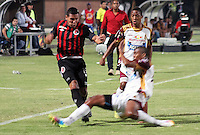 BOGOTÁ -COLOMBIA, 11-03-2015. David Gomez (Izq) jugador del Cúcuta Deportivo disputa el balón con Nelson Lemus (Der) jugador del Deportes Tolima por la fecha 9 de la Liga Aguila I 2015 jugado en el estadio General Santander de la ciudad de Cúcuta./ David Gomez (L) player of Cucuta Deportivo vies for the ball with Nelson Lemus (R) player of Deportes Tolima for the 9th of the Aguila League I 2015 played at General Santander stadium in Cucuta city. Photo: VizzorImage/ Manuel Hernandez / STR