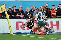 Chris Ashton of Saracens scores a try during the Aviva Premiership semi final match between Saracens and Leicester Tigers at Allianz Park on Saturday 21st May 2016 (Photo: Rob Munro/Stewart Communications)
