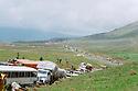 Iraq 1991 The Iraqi Kurds on their way to the border of Haj Omran, fleeing from the Iraqi army   Irak 1991 Les Kurdes irakiens, fuyant l'armée irakienne, en route pour Haj omran a la frontier iranienne