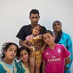 13 septiembre 2015. Nador. Marruecos.<br /> Souleiman y Fatya tuvieron que dejar Siria en compañía de sus hijos Jamal, 8 años, Almas, de 6, Merna, de 5 y  Rajaf de dos años. Ahora permanecen en Nador (Marruecos) a la espera de una oportunidad para poder pasar a Melilla. Desde que salieron de Siria los niños dejaron de recibir educación. Sus padres cuentan cómo han vivido el viaje, atravesando Turquía, Argelia y Marruecos, con miedos y tristeza. La ONG Save the Children exige al Gobierno español que tome un papel activo en la crisis de refugiados y facilite el acceso de estas familias a través de la expedición de visados humanitarios en el consulado español de Nador. Save the Children ha comprobado además cómo muchas de estas familias se han visto forzadas a separarse porque, en el momento del cierre de la frontera, unos miembros se han quedado en un lado o en el otro. Para poder cruzar el control, las mafias se aprovechan de la desesperación de los sirios y les ofrecen pasaportes marroquíes al precio de 1.000 euros. Diversas familias han explicado a Save the Children cómo están endeudadas y han tenido que elegir quién pasa primero de sus miembros a Melilla, dejando a otros en Nador.  Save the Children Handout/PEDRO ARMESTRE - No ventas -No Archivos - Uso editorial solamente - Uso libre solamente para 14 días después de liberación. Foto proporcionada por SAVE THE CHILDREN, uso solamente para ilustrar noticias o comentarios sobre los hechos o eventos representados en esta imagen.<br /> Save the Children Handout/ PEDRO ARMESTRE - No sales - No Archives - Editorial Use Only - Free use only for 14 days after release. Photo provided by SAVE THE CHILDREN, distributed handout photo to be used only to illustrate news reporting or commentary on the facts or events depicted in this image.