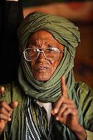 BURKINA FASO Djibo , malische Fluechtlinge, vorwiegend Tuaregs, im Fluechtlingslager Mentao des UN Hilfswerks UNHCR, sie sind vor dem Krieg und islamistischem Terror aus ihrer Heimat in Nordmali geflohen, Touareg MOHAMED ELMOCTAR AG MAHMOUD, genannt HADO aus Timbuktu / BURKINA FASO Djibo, malian refugees, mostly Touaregs, in refugee camp Mentao of UNHCR, they fled due to war and islamist terror in Northern Mali , Tuareg MOHAMED ELMOCTAR AG MAHMOUD, genannt HADO from Tombouctou , WEITERE MOTIVE ZU DIESEM THEMA SIND VORHANDEN!! MORE PICTURES ON THIS SUBJECT AVAILABLE!!