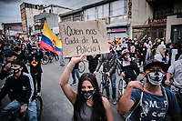 BOGOTA - COLOMBIA, 10-09-2020: Cientos de jóvenes salieron a las calles de Bogota durante el segundo día de protestas causadas por el asesinato del abogado Javier Ordoñez, abogado de 46 años, a manos de efectivos de la Policía de Bogotá el pasado miércoles 09 de septiembre de 2020 en el barrio Villa Luz al noroccidente de Bogotá (Colombia). En lo que va corrido del 2020 la alcaldía de Bogotá ha recibido 137 denuncias  de abuso policial de las cuales la Policía acusa recibido de 38.  / Hundreds of young people go to the streets in Bogota during the second day of protests caused by the murder of lawyer Javier Ordoñez, a 46-year-old lawyer, at the hands of members of the Bogotá Police on Wednesday, September 9, 2020 in Villa Luz neighborhood in the northwest of Bogotá (Colombia). So far in 2020 the Bogotá mayor's office has received 137 complaints of police abuse of which the Police accuse they have received 38. Photo: VizzorImage / Alejandro Avendaño / Cont