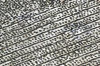 Abgeplant: EUROPA, DEUTSCHLAND, MECKLENBURG-VORPOMMERN, SCHOENBERG, (EUROPE, GERMANY), 17.09.2004: Europa, Deutschland, Mecklenburg, Vorpommern, Schoenberg, Deponie, Reifen, Sondermuelldeponie, Sondermuell, Muell, Ihlenberg, Uebersicht, Ueberblick, Reihe, Reihen, Draufsicht, Plane, abgeplant, Luftbild, Luftbilder, Luftaufnahme, Luftaufnahmen , aerial photo, aerial photograph, aerial photographs, aerial photos, awning, bank, beautiful mountain, blanket, digest, dump, europe, file, garbage, germany, hazardous waste, hoop, hoops, line, line-up, oversight, overview, plan, progression, rank, refuse, row, rows, rubbish, series, survey, synopsis, tarpaulin, tier, tiers, tire, tires, topview, trash, tyre, tyres .c o p y r i g h t : A U F W I N D - L U F T B I L D E R . de.G e r t r u d - B a e u m e r - S t i e g  1 0 2,  .2 1 0 3 5  H a m b u r g ,  G e r m a n y.P h o n e  + 4 9  (0) 1 7 1 - 6 8 6 6 0 6 9 .E m a i l      H w e i 1 @ a o l . c o m.w w w . a u f w i n d - l u f t b i l d e r . d e.K o n t o : P o s t b a n k    H a m b u r g .B l z : 2 0 0 1 0 0 2 0  .K o n t o : 5 8 3 6 5 7 2 0 9.C  o p y r i g h t   n u r   f u e r   j o u r n a l i s t i s c h  Z w e c k e, keine  P e r s o e n  l i c h ke i t s r e c h t e   v o r  h a n d e n,  V e r o e f f e n t l i c h u n g  n u r    m i t  H o n o r a  n a c h  MFM, N a m e n s n e n n u n g und B e l e g e x e m p l a r !...