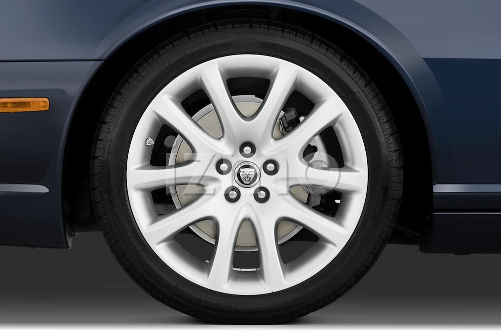 Tire and wheel detail of a 2008 Jaguar XJ Sedan