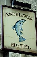 Europe/Grande-Bretagne/Ecosse/Moray/Aberlour : Enseigne de l'Aberlour Hotel représentant un saumon