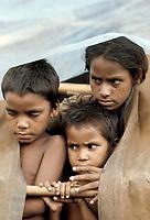 Refugies au Bengladesh<br /> circa annees 80.<br /> <br /> <br /> <br /> (date inconnue)<br /> <br /> PHOTO : Michel Faugere Publiphoto- Agence Quebec Presse