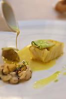 Europe/France/Bretagne/56/Morbihan/Vannes: Lieu jaune mariné au curcuma recette d' Olivier Samson restaurant La Gourmandière  au lieu dit Poignant -